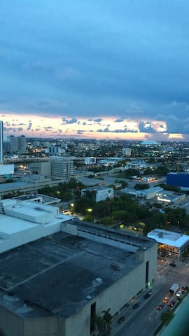 1 Bedroom High-Rise Waterfront View Apartment - Miami - Apartment