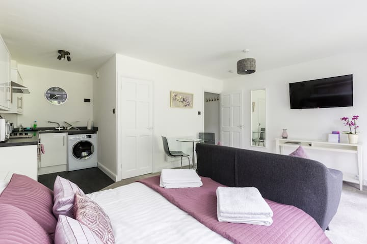 Studio Apartment - NEC/Solihull/Airport/Birmingham