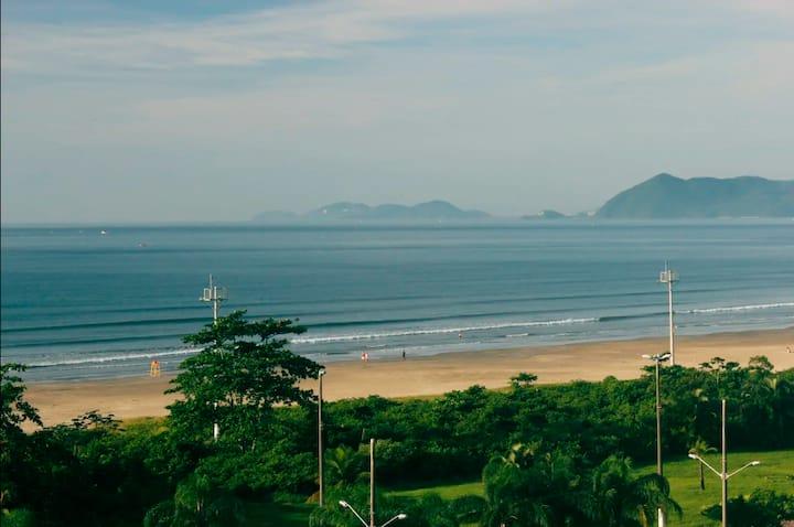 Lindo apartamento com vista para o mar/pé na areia