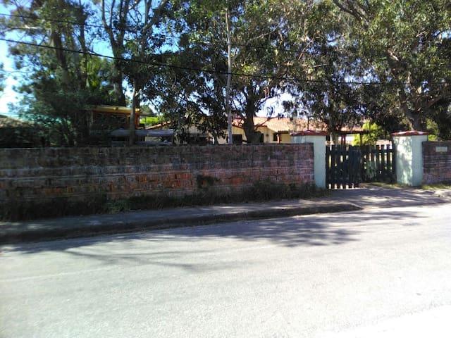 vista de entrada sobre calle Delfin