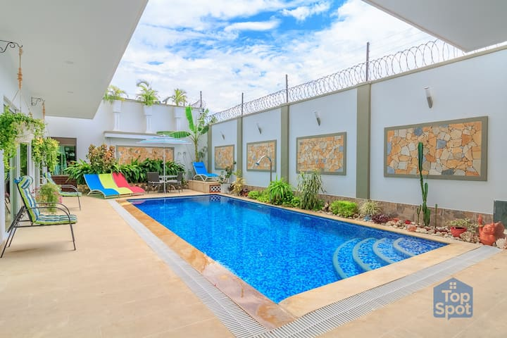 A Complete Mansion in Santa Marta's Best Location!