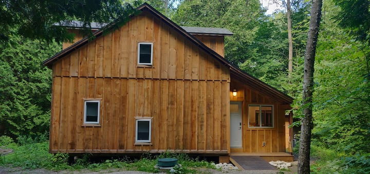 Cedarvale Cabin in the Hockley Valley