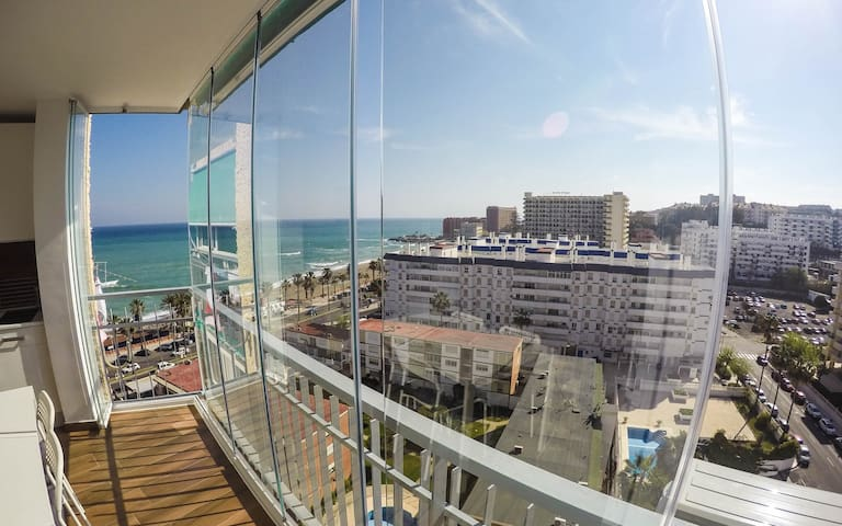 Stunning beachfront apartment WIFI - Benalmádena - Rumah
