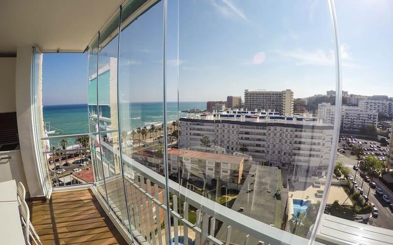 Stunning beachfront apartment WIFI - Benalmádena - Huis