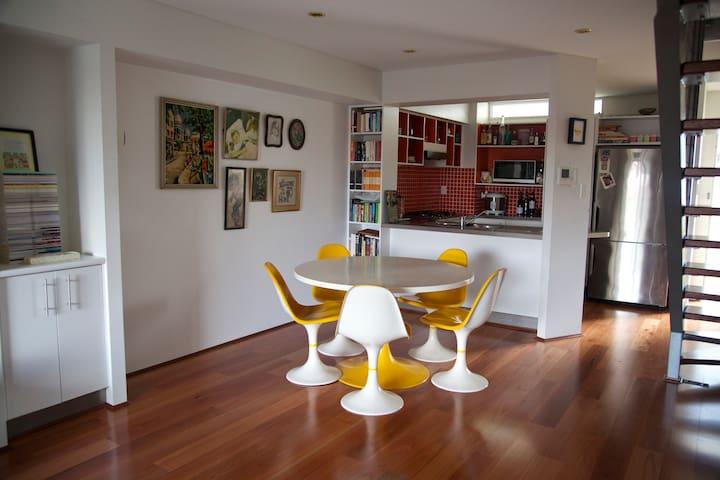 Artsy apartment in Bowen Hills - Bowen Hills