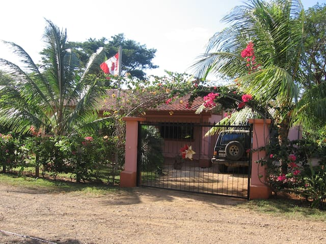 Bungalow with pool near the beach - Playa Junquillal - Maison
