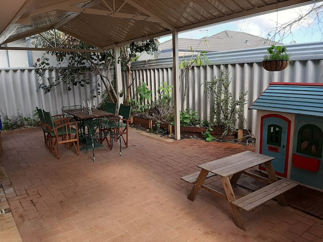 Quiet hideaway in Yokine, close to the CBD