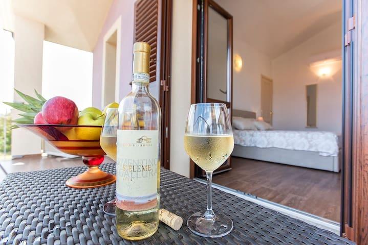drink relax terrazza suite piano primo, vista mare.