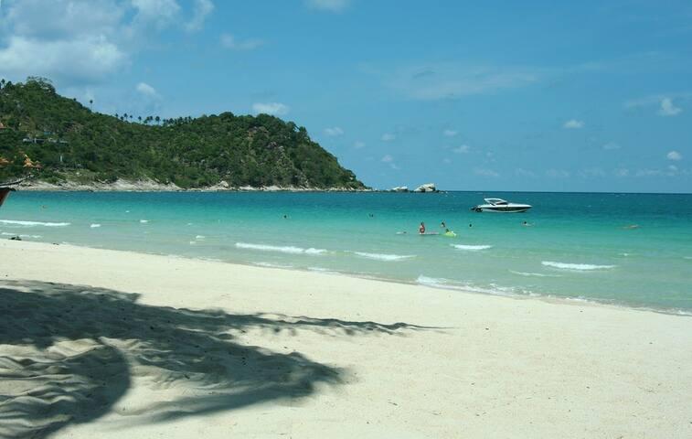 Thong Nai Pan Noi beach 5 minute walk