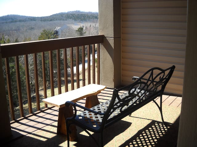 Walk-In Condo ... Next to Silver Dollar City!!