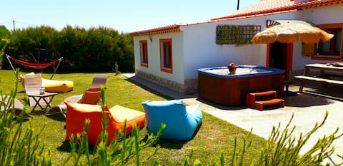 Privacy in countryside with sea view and jacuzzi