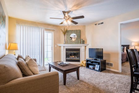 Cozy, Luxurious and Spacious Apartment (9106) - West Des Moines - Lejlighed