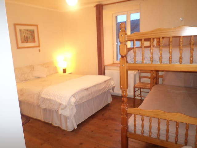 Lauras Chambre D'Hotes familly room - Huelgoat - Appartement