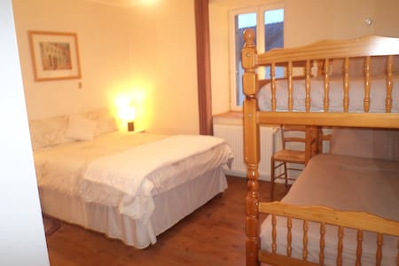 Lauras Chambre D'Hotes familly room - Huelgoat