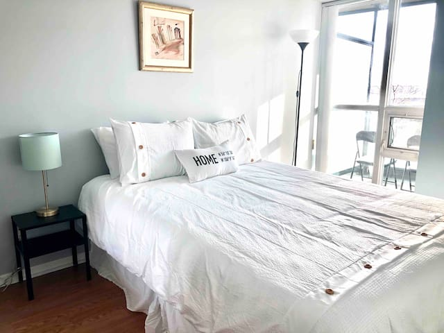 2 BR Suite with Stunning Sunset View & Balcony