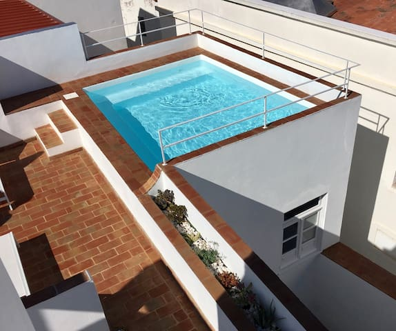 Casa Andorinha - Renovated Town House with Pool.