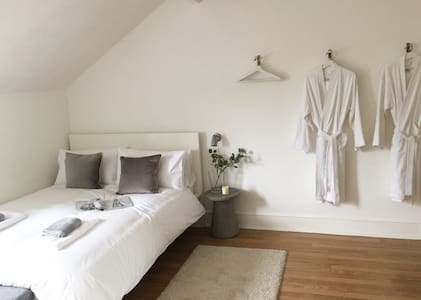 Huge boutique room with private shower