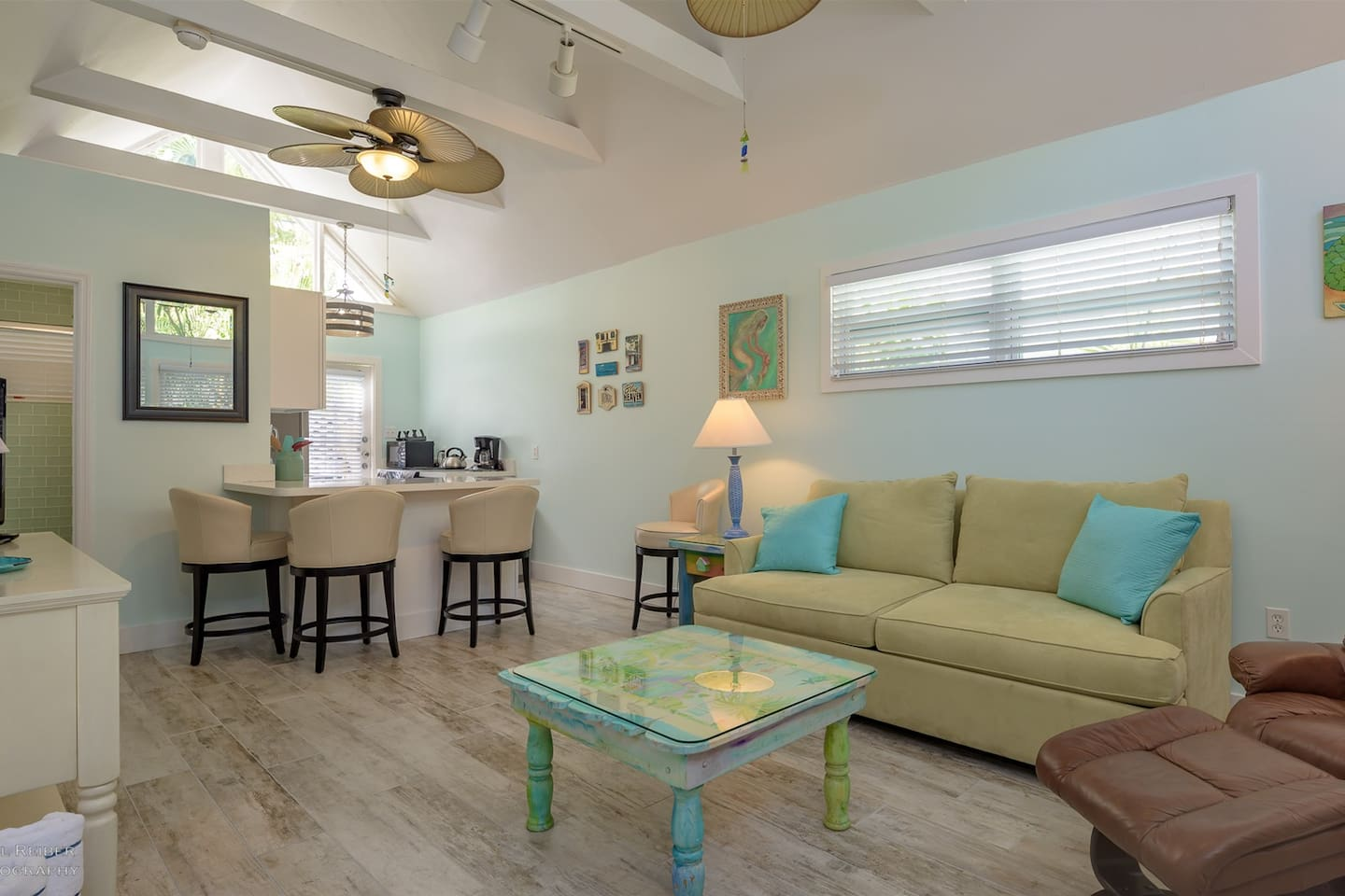 Island Style Cabins For Rent In Key West Florida United States - Island style coffee table