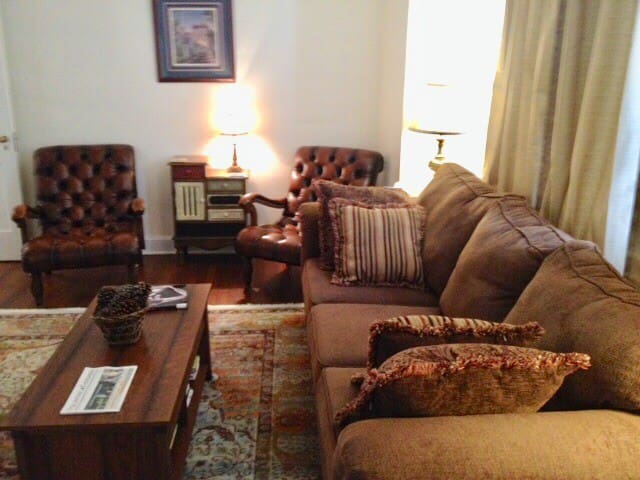 Charming Midtown Duplex - 10 minutes from Downtown