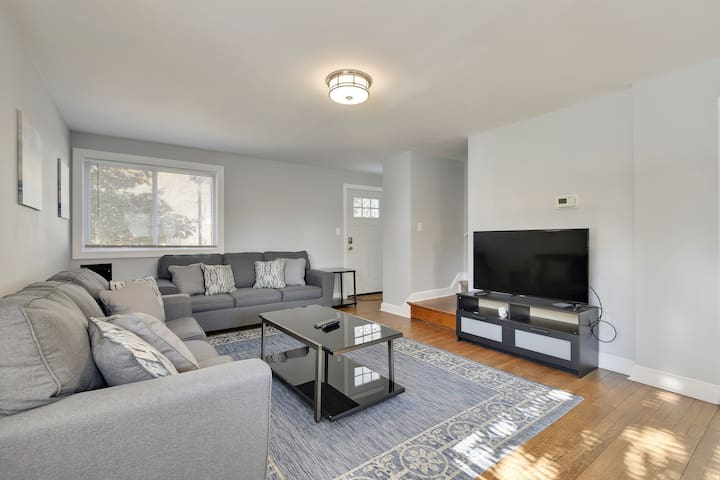 8 Miles from the White House 4BD 2 BA Renovated