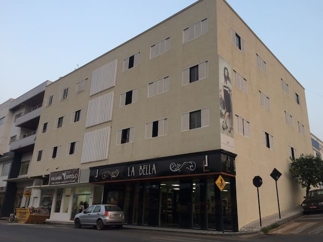 304 - Apartamento no centro de Capitólio