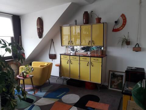 Kleurrijk appartement vlak aan het strand