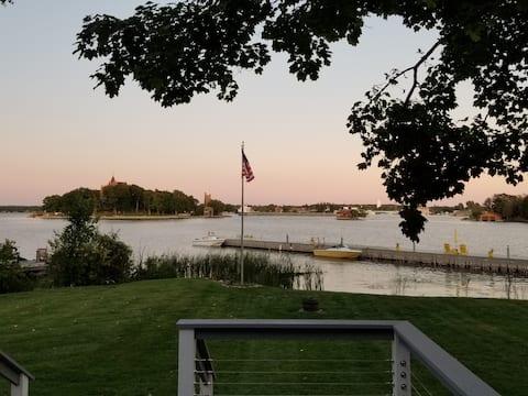 Waterfront on Main Chanel  with Boldt Castle View