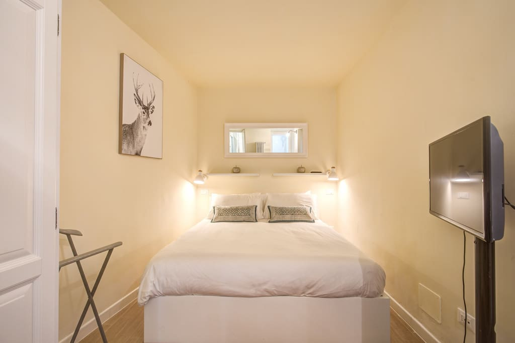 La camera da letto matrimoniale con letto contenitore