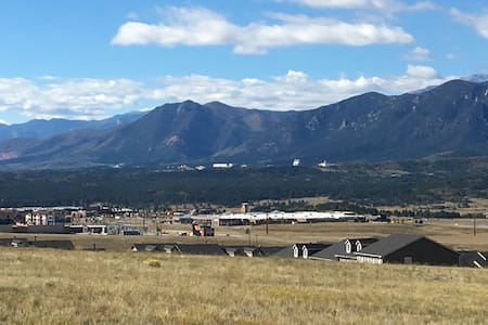 Quiet Townhouse near USAFA and Hiking Trails. - Monument - Townhouse