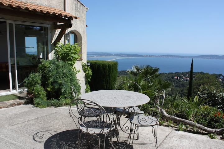 Chambre double  villa  vue mer exceptionnelle.