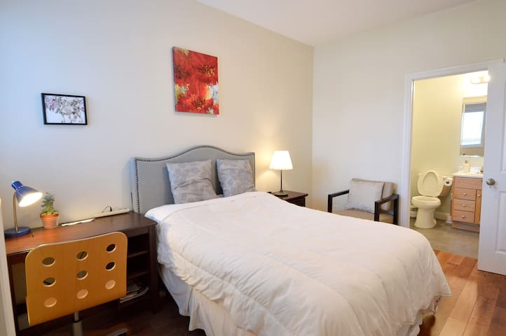 5933 - Sunny and Spacious Room With Private Bath
