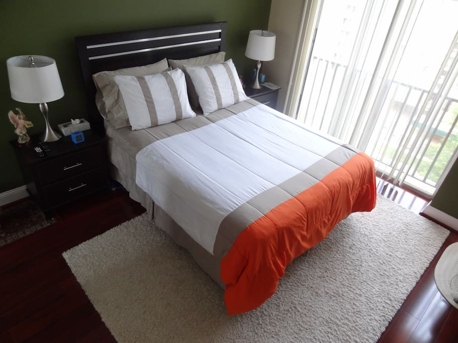 Master Bedroom High Rise With Gym Arlington