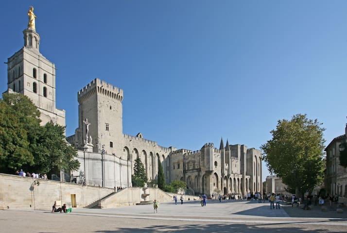 Lola's tips in Avignon