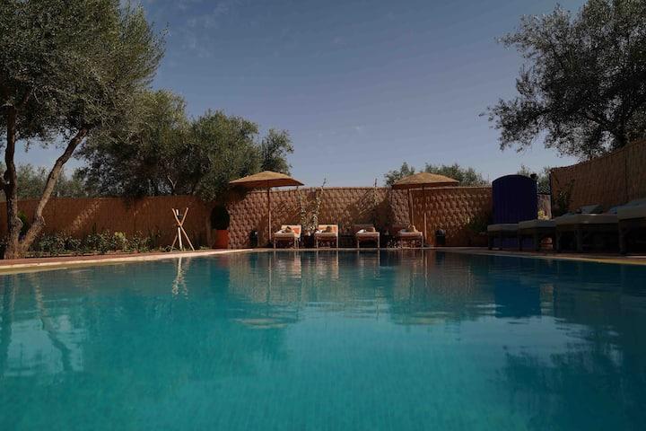 le paradis calme,piscine,staff inclu,bien situéé