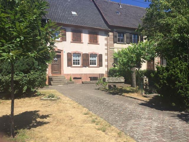 Maison de village typique d'Alsace Bossue