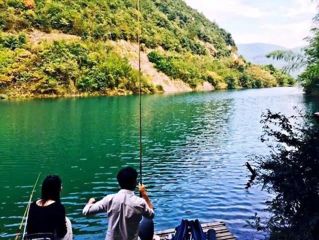 6人食宿一价全包,露营、烧烤/皮划艇/避开游客/独享绿水青山亲近自然 - Huzhou - Tent