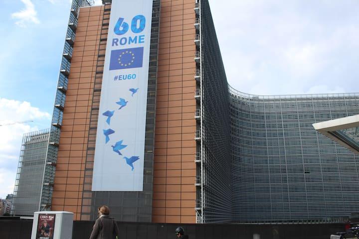 Commission European Building( TGV , Train , Metro , airport bus  21 , 12  )