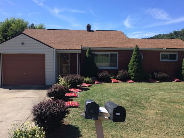 All Inclusive furnished 3 br house - Bellaire - Hus