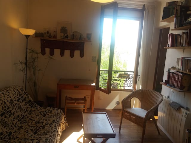NICE SUNNY APPARTEMENT, 15 MN FROM PARIS CENTER