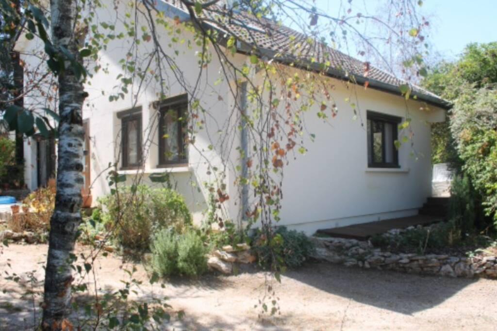 La maison depuis le jardin