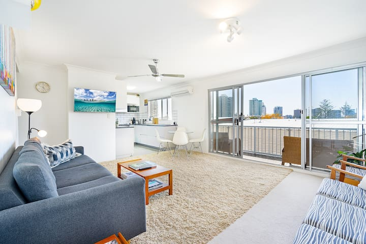Spacious and modern ★ Walk to Cooly and Kirra