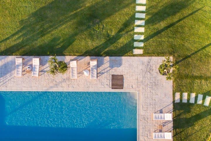 Amazing beachfront Villa | Neapoli Villas