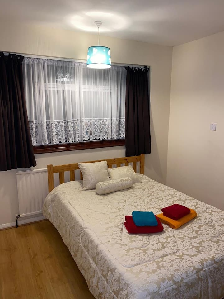 Bright and spacious double room in North London
