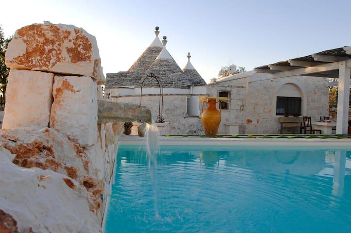 TRULLO KARMA proprietà privata con piscina e wifi