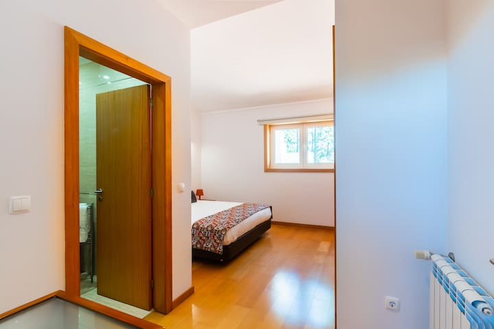 Bedroom Suite with Queen-Size Bed and Central Heating