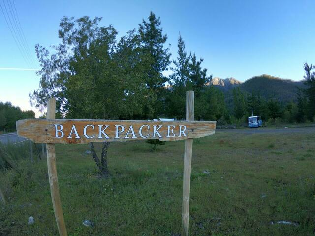 Backpackers cerca parque nacional Laguna Laja