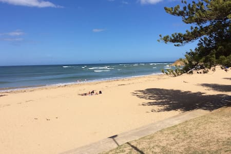 luxurious ocean front Den with late check out! - Torquay - Rumah