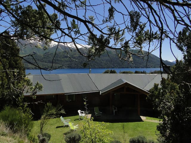 Wonderful 265 m2 lakeside loghouse