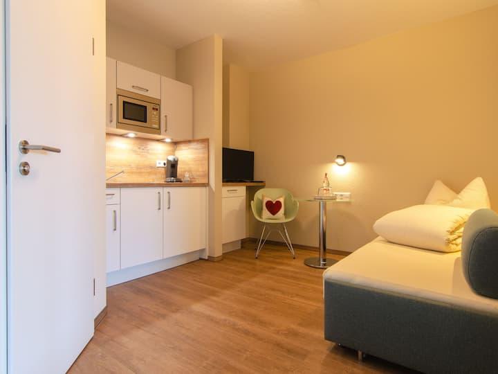 Gästehaus HEIMELIG, (Herbolzheim), Rebstock, 17qm, 1 Wohn-/Schlafzimmer, max. 2 Personen