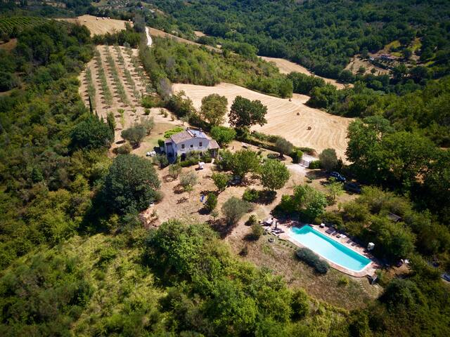 Enchanting casale w/ pool - Umbria